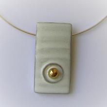 Halsband med silverpläterad halsring